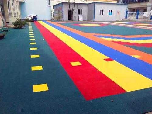 育才幼儿园软质悬浮地板地面图片