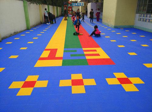 广州天南幼儿园环保悬浮地板地面完成铺设